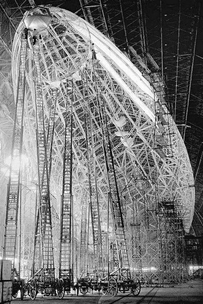 Construcción del dirigible Uss Macon, 1934. Mirad esas escaleras