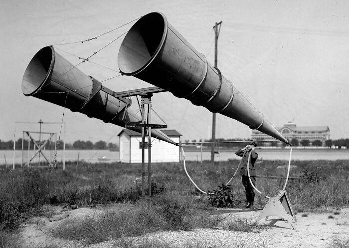 Aparato de escucha para oír aviones en la lejanía. Washington, 1921