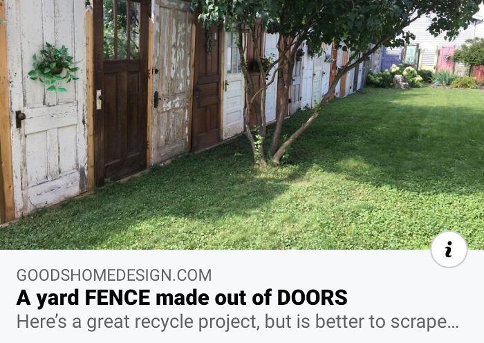 Valla para el jardín hecha de puertas