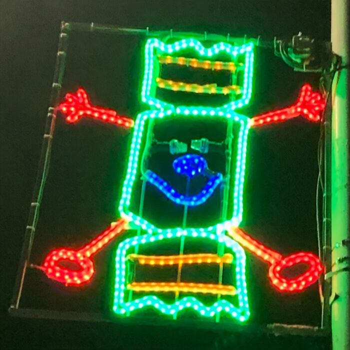 Newburgh-Scotland-Christmas-Street-Decor-Inspired-By-Drawings