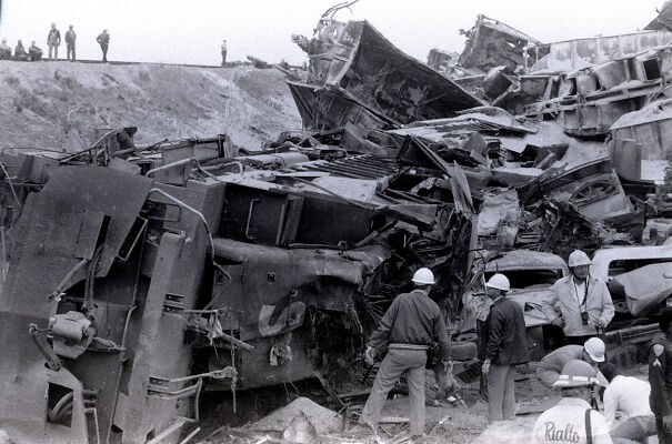 El-Cajon-Pass-Train-Wreck-5fbcb01c321fb.jpg