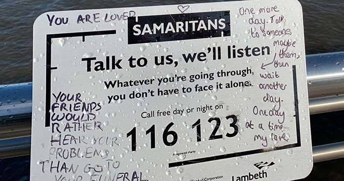 """Charity Puts Up Anti-Suicide Sign On Bridge That People """"Vandalized"""" With Positivity, Turns Out Brits Love To Do That (35 Pics)"""