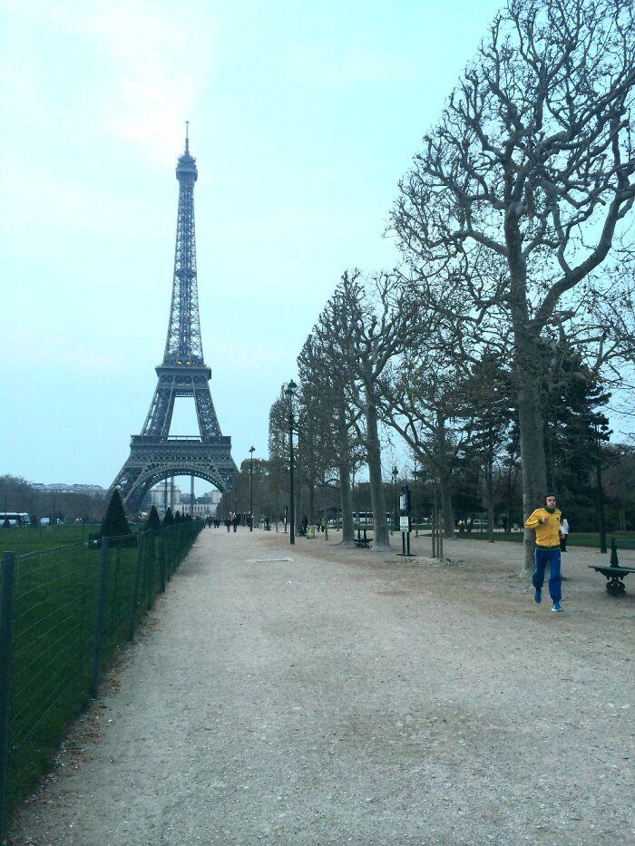 Split In Half Paris