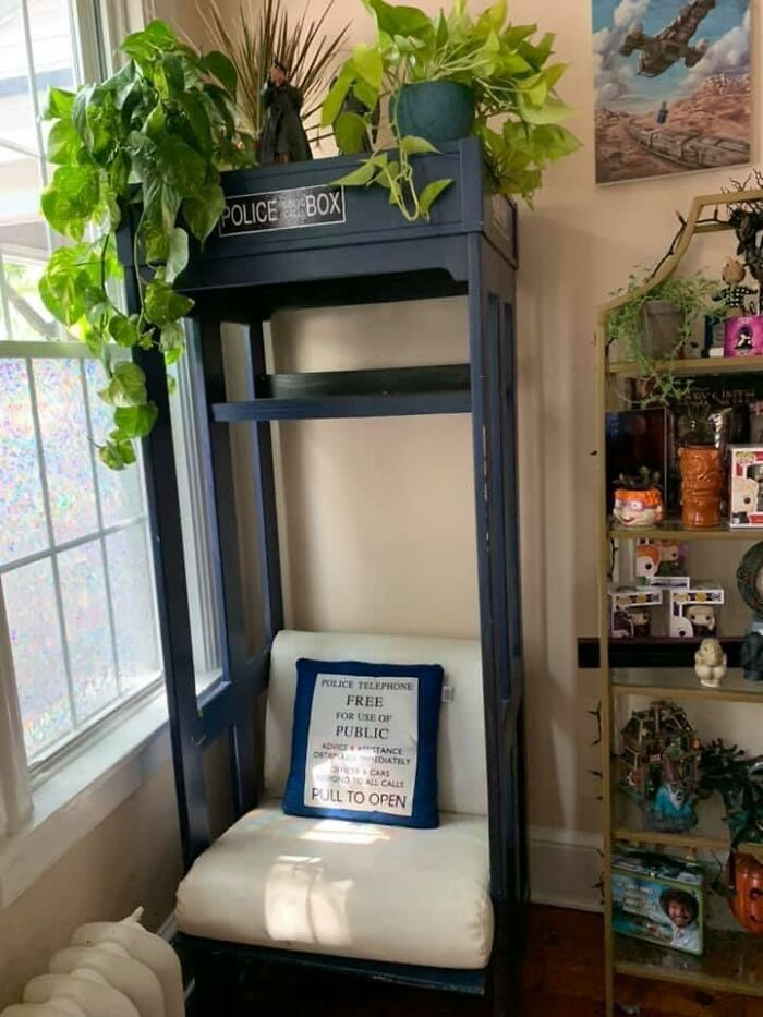 I Was Always Super Skeptical Of Facebook Marketplace, Then I Found This Giant Tardis Reading Nook For $50