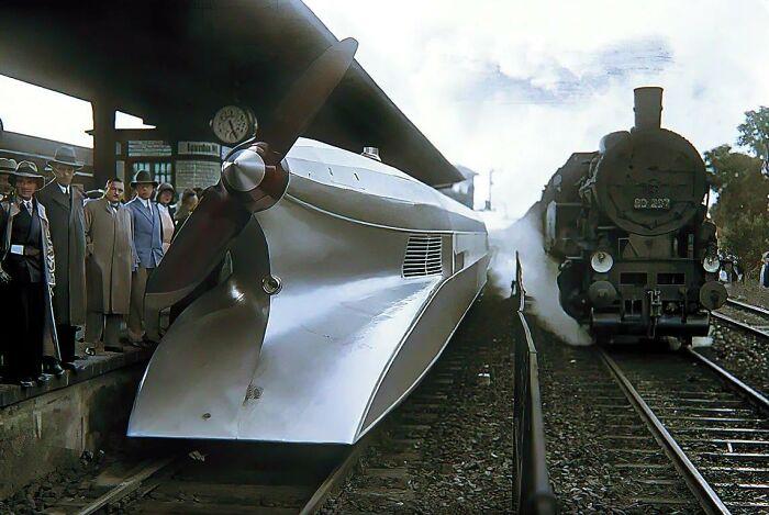 Rail Zeppelin y tren de vapor. Berlin, Alemania, 1931
