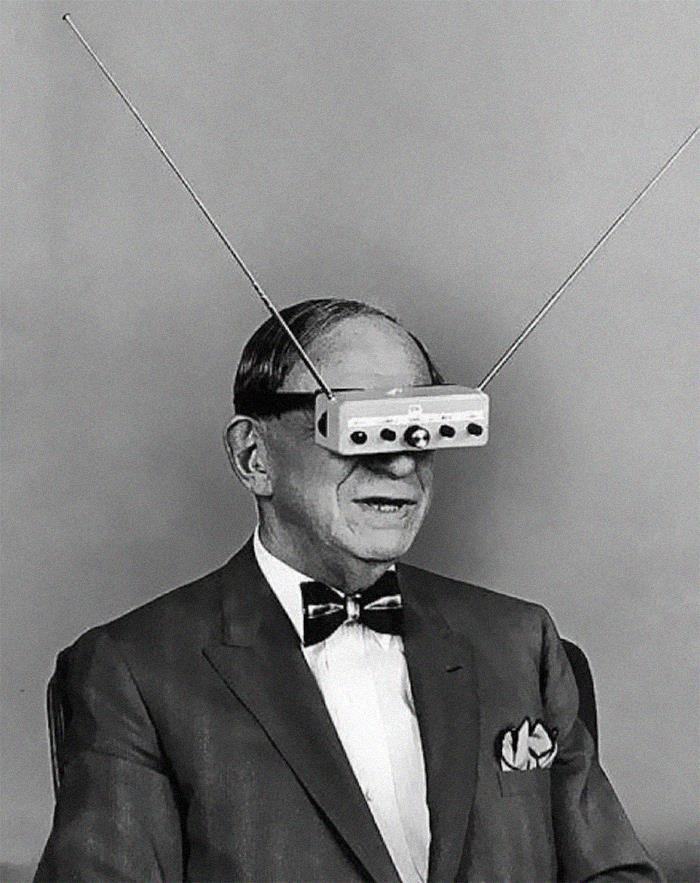 Gafas para ver la tele en los 60