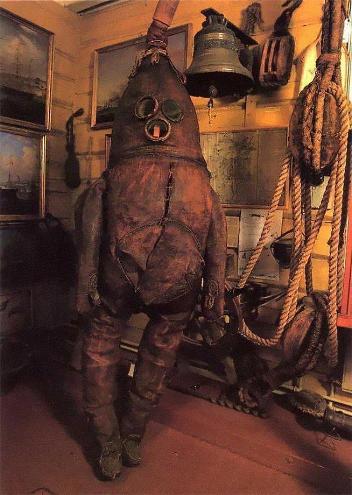 El traje de buceo más antiguo que queda, de 1860