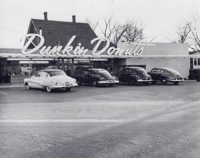 Dunkin' Donuts, 1948