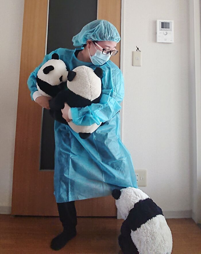 """A zookeeper in charge of the pandas"""