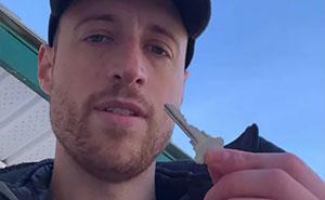 Este hombre dejó una llave bajo el felpudo para que los ladrones la encontraran y tuvieran la oportunidad de cambiar su vida