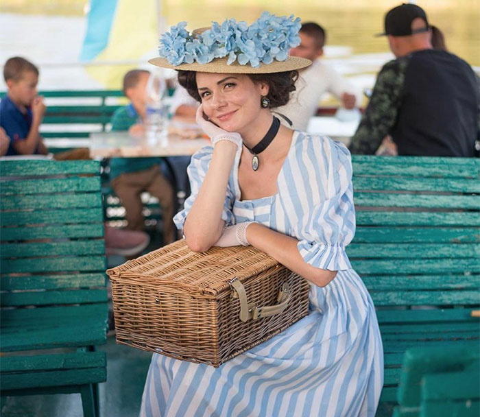 This Young Woman Dresses Like It's The 19th Century Every Day (40 Pics)