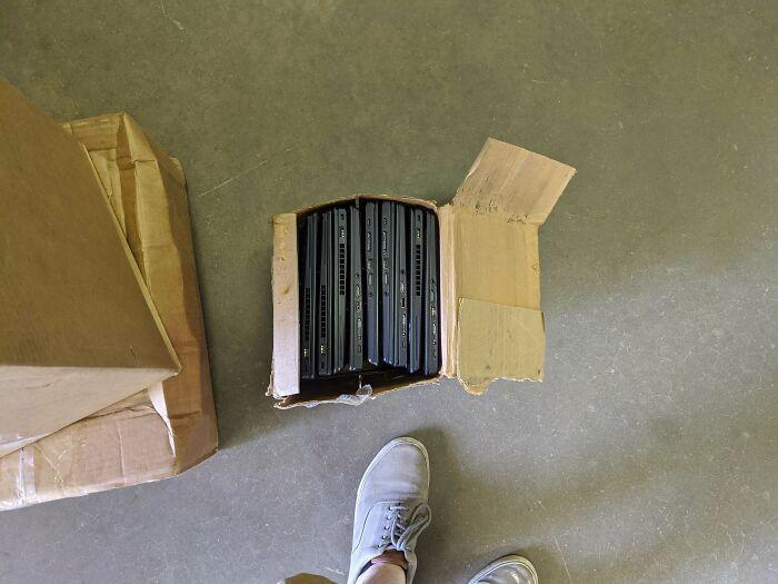 Enviando ordenadores que valen miles de dólares sin embalar apropiadamente