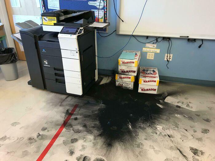 Impresora haciendo su trabajo