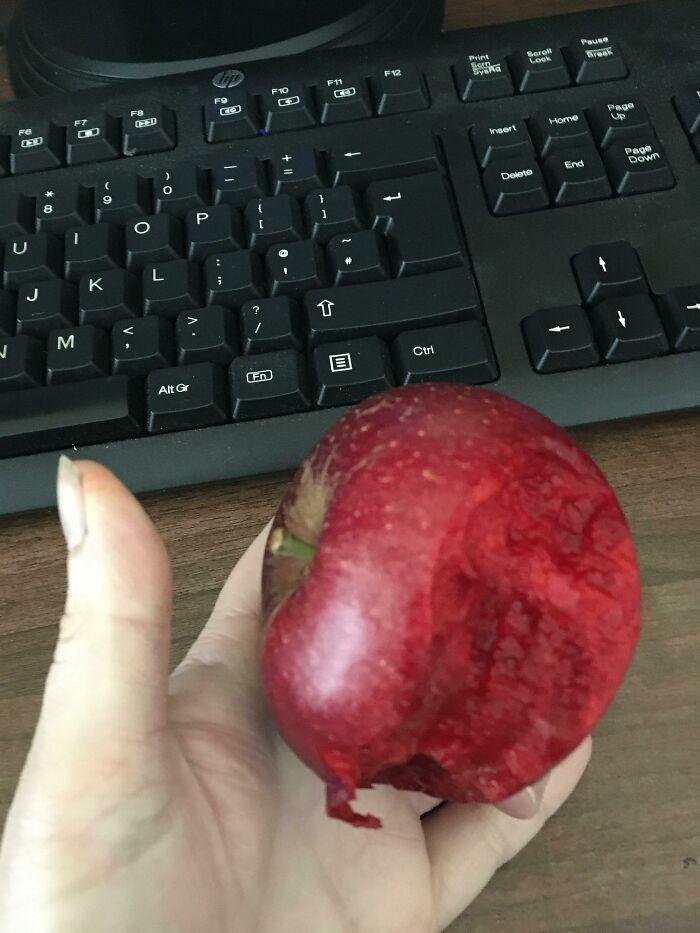 La carne de esta manzana es del mismo color que su piel