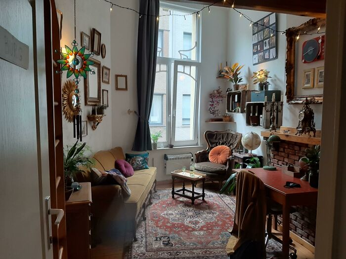 A Friend's Student Housing. Everything Is Thrifted/Acuired From Family. Every Piece Of Furniture Was Under 20€