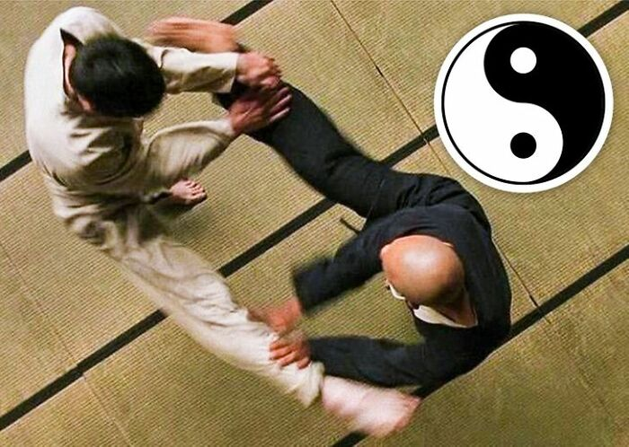 In The Matrix (1999) The Way Neo And Morpheus Attack Each Other With The Same Move, Their Clothes And Head/Hair Forms The Ying-Yang Symbol