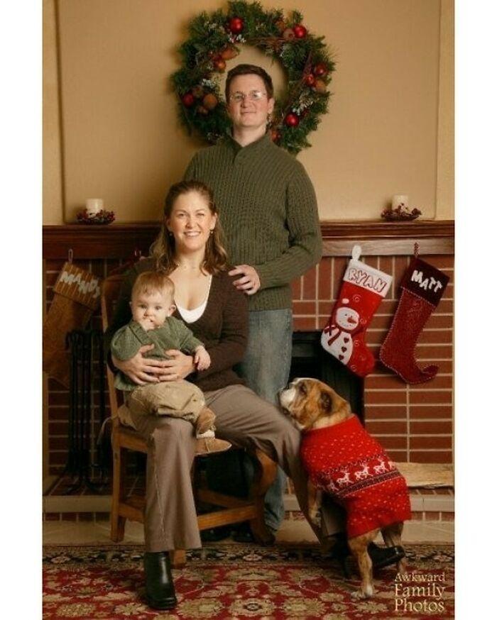 Foto navideña de 2006, con Joan, nuestra bulldog