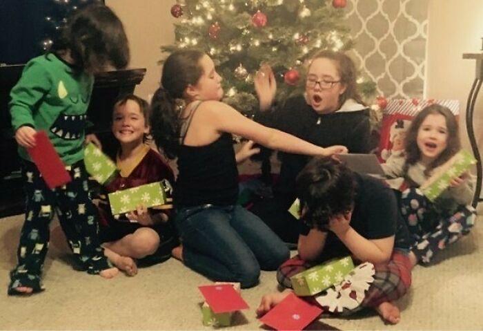 Mi jefe tiene 6 hijos y captó todas sus dinámicas en una sola foto