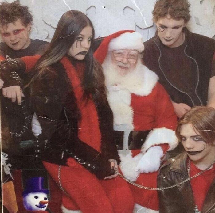 2005, feliz navidad de parte de los amigables góticos del vecindario