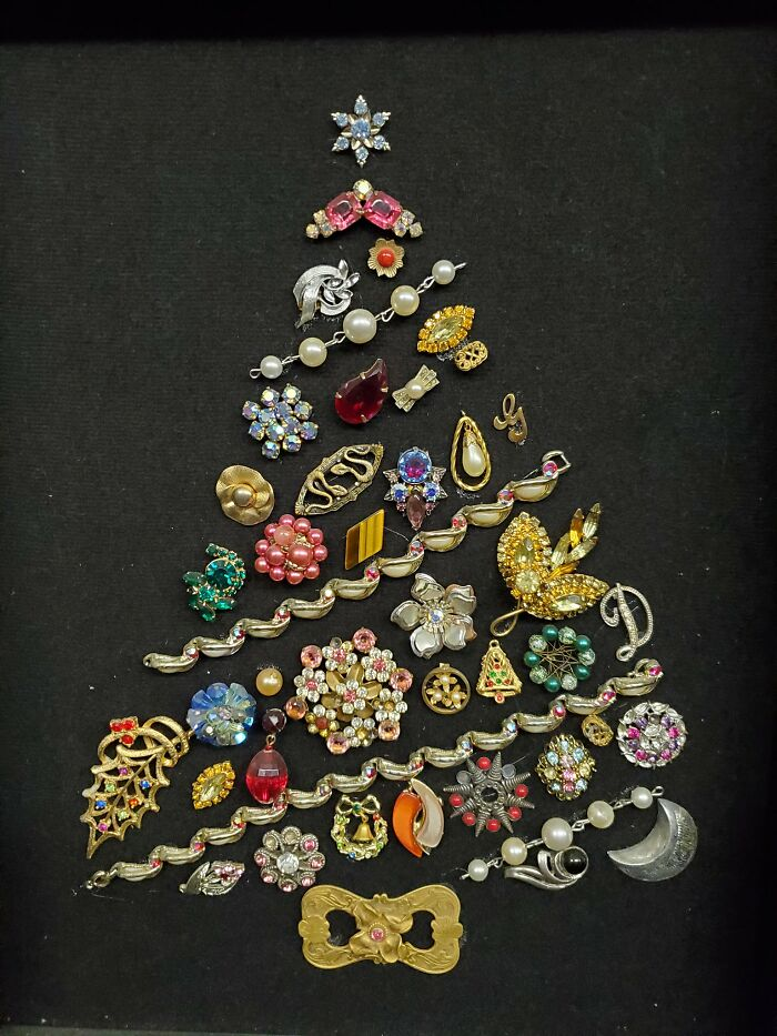 My Grandma Spent Years Collecting Broken Pieces Of Jewelry From Family Members With The Hope Of Creating A Jewelry Christmas Tree