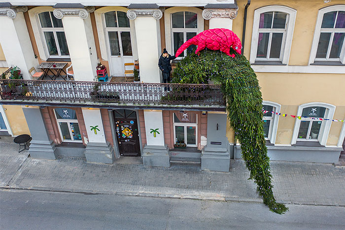 I Invited Locals To Decorate Their Balconies For Christmas, Here Are The First 8 Original Decorations