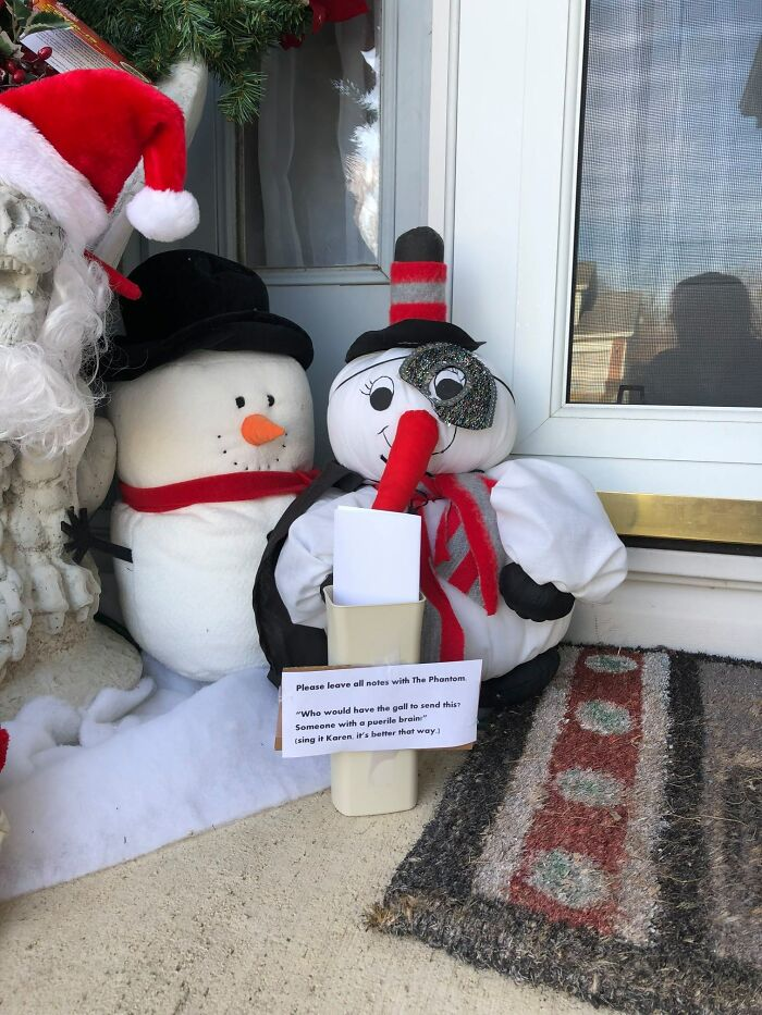 """""""Karen"""" Keeps Leaving Notes Complaining About Woman's Decorations, Woman Responds By Adding Even More 43"""