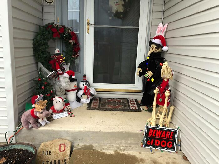 """""""Karen"""" Keeps Leaving Notes Complaining About Woman's Decorations, Woman Responds By Adding Even More 46"""