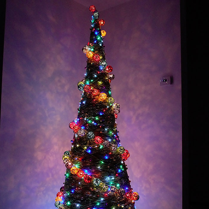 Here Are 19 Pics Of Our Unconventional-Looking Christmas Tree Made From 2 Gallons Of Glue, 15 Pounds Of Corn Starch, And Yarn