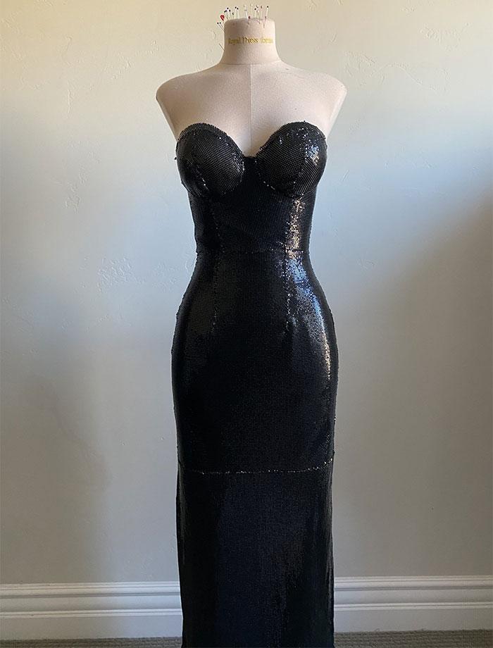 Un Vestido De Cota De Malla Cosido Completamente A Mano