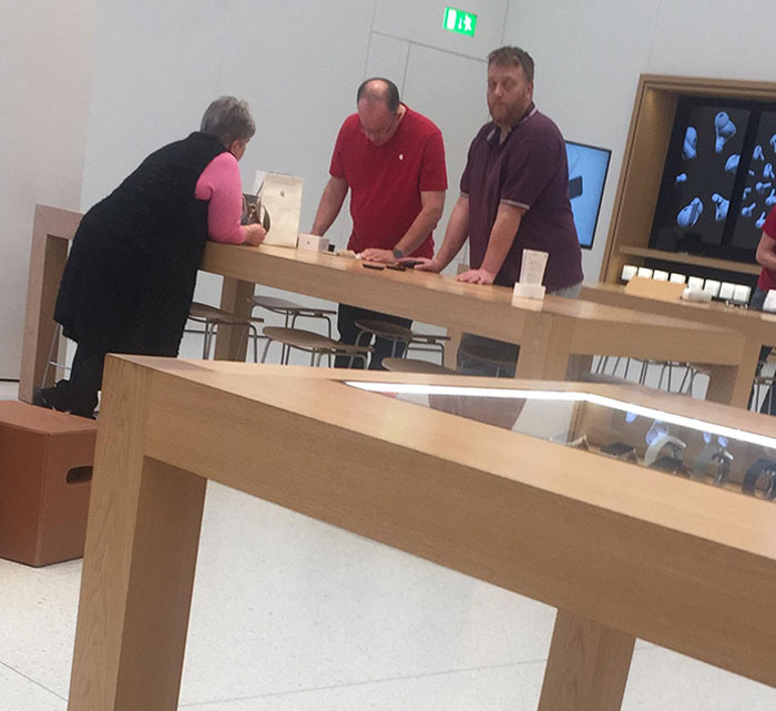 Some Karen Raged Into The Apple Store And Asked For A Refund For Her iPhone 5. I Didn't Listen To The Convo But When I Walked Past I Heard The Manager Asked Her If She Charged It, She Said No