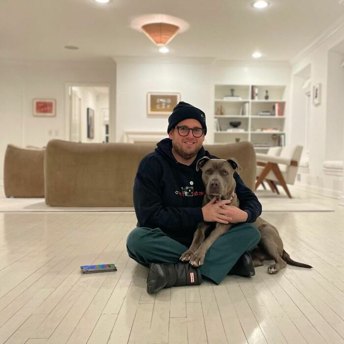 """""""You Gave Me A Massive Gift"""": Actor Jonah Hill Snuggles Up Next To His Adorable New Dog And Offers A Heartfelt Thank-You To Animal Rescue"""