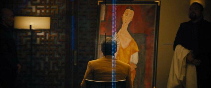 """En Skyfall (2012), se muestra a un hombre un cuadro robado. El cuadro es """"Mujer con abanico"""", de Amadeo Modigliani. Fue robado en la vida real en 2010 y aún no ha sido recuperado"""