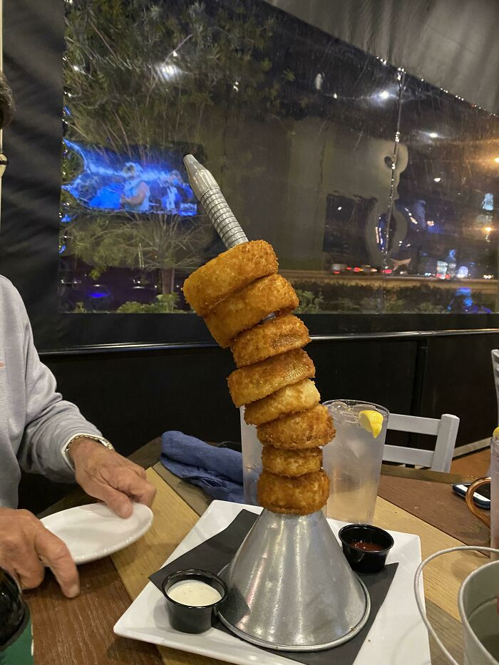 Torre de aritos de cebolla