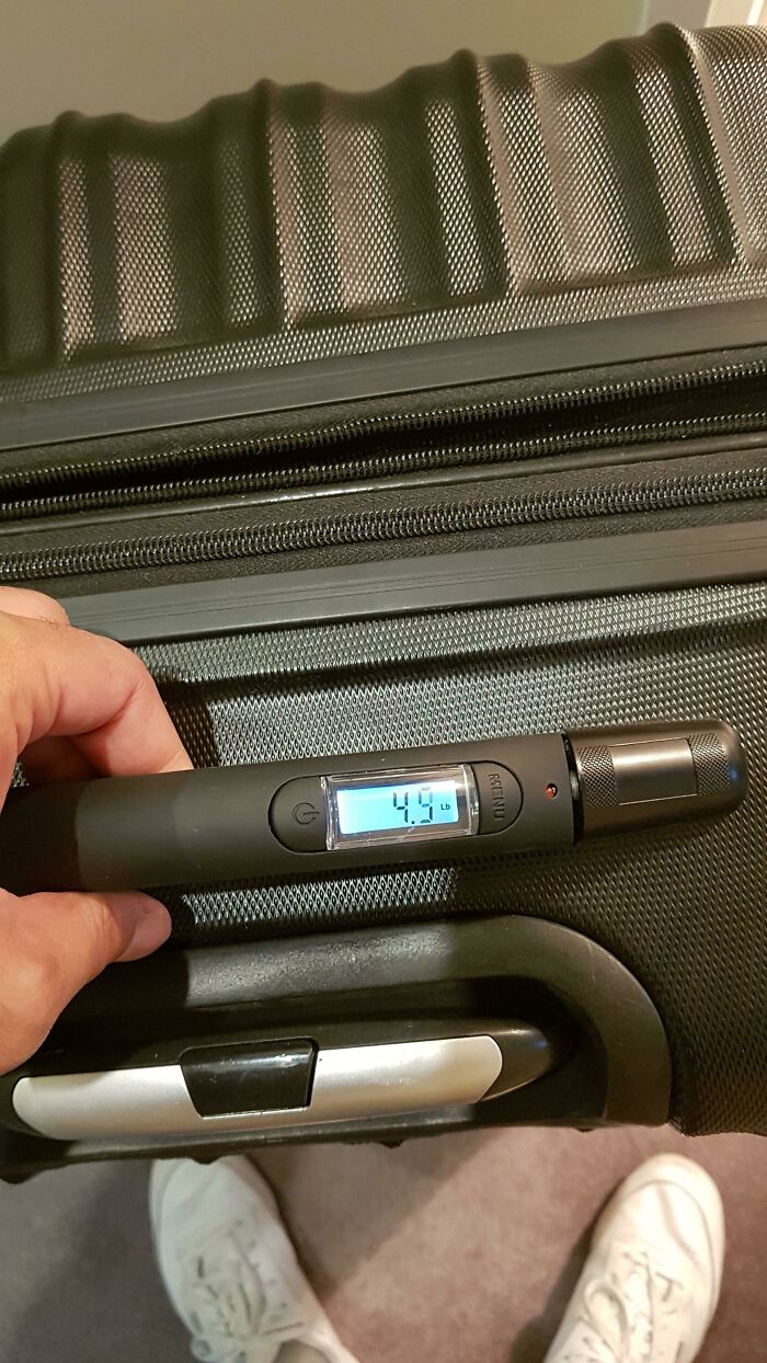 A Suitcase That Can Measure Its Own Weight