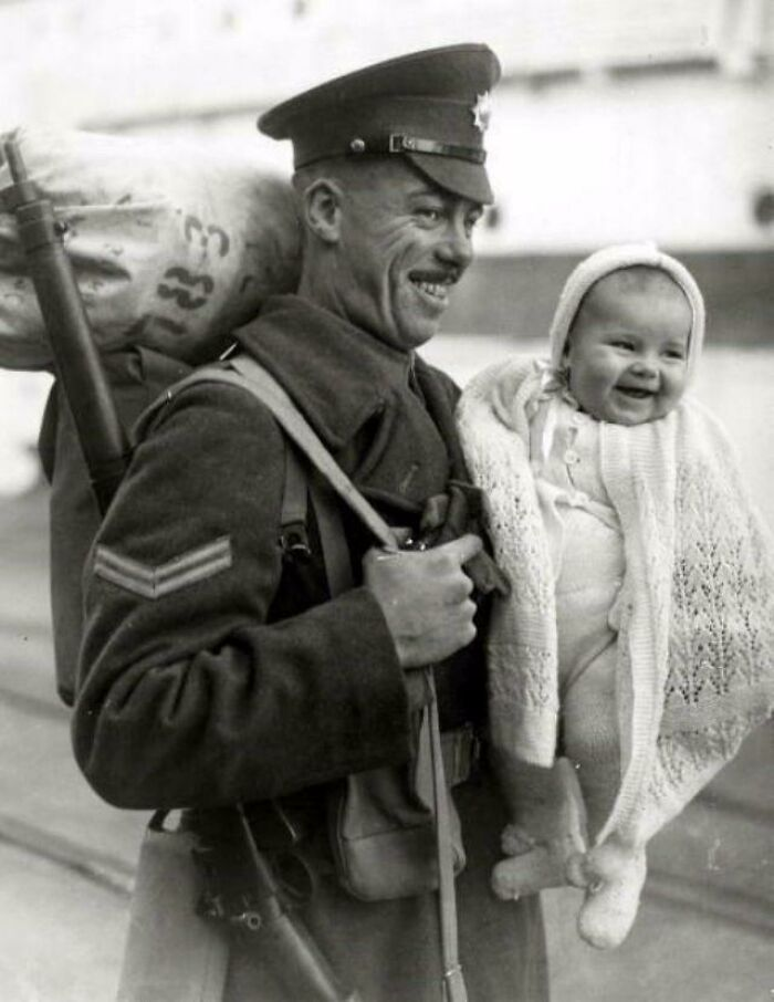 Homecoming, A British Soldier With His 8 Month Old Daughter As He Arrives At The Docks From Overseas 1945