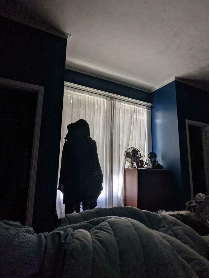 Me desperté y descubrí que mi esposa movió nuestro perchero ayer
