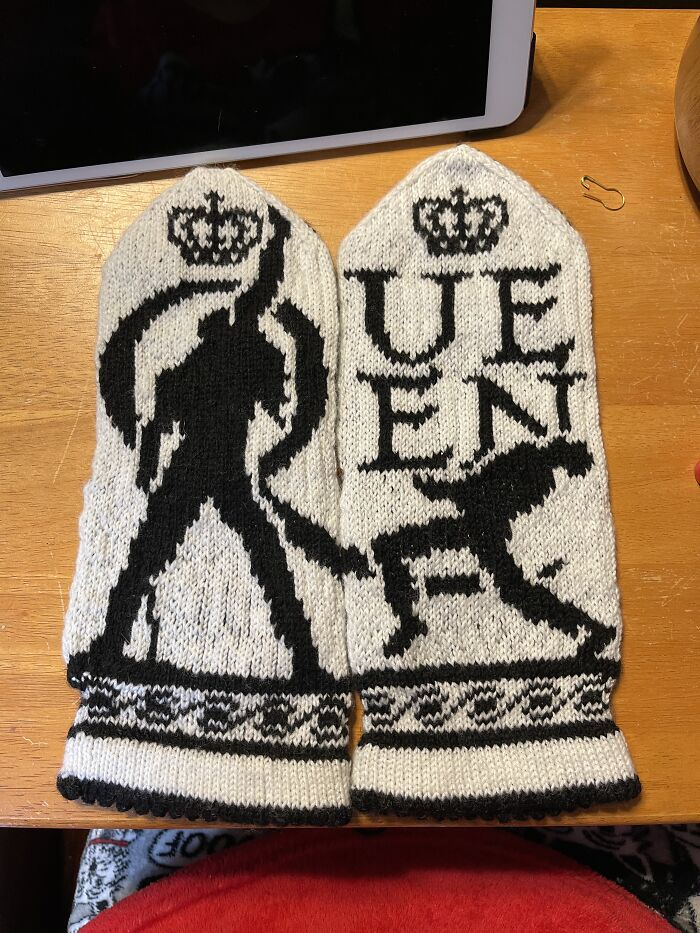 Queen Mittens I Knitted (Pt 1)