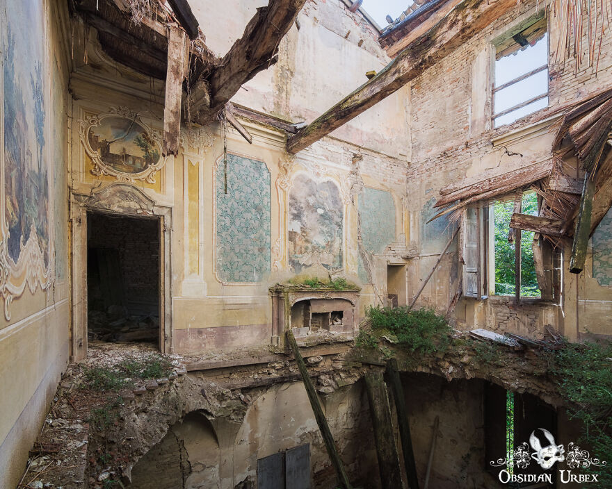 Beautiful Frescos Decorate The Walls And Ceilings Of This Abandoned Villa. The Roof And Upper Floors Have Collapsed