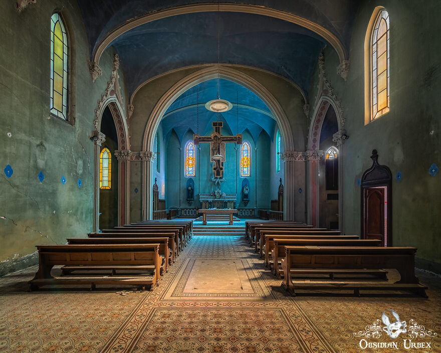 This Stunning Chapel Has Been Abandoned Since The Late 2000s