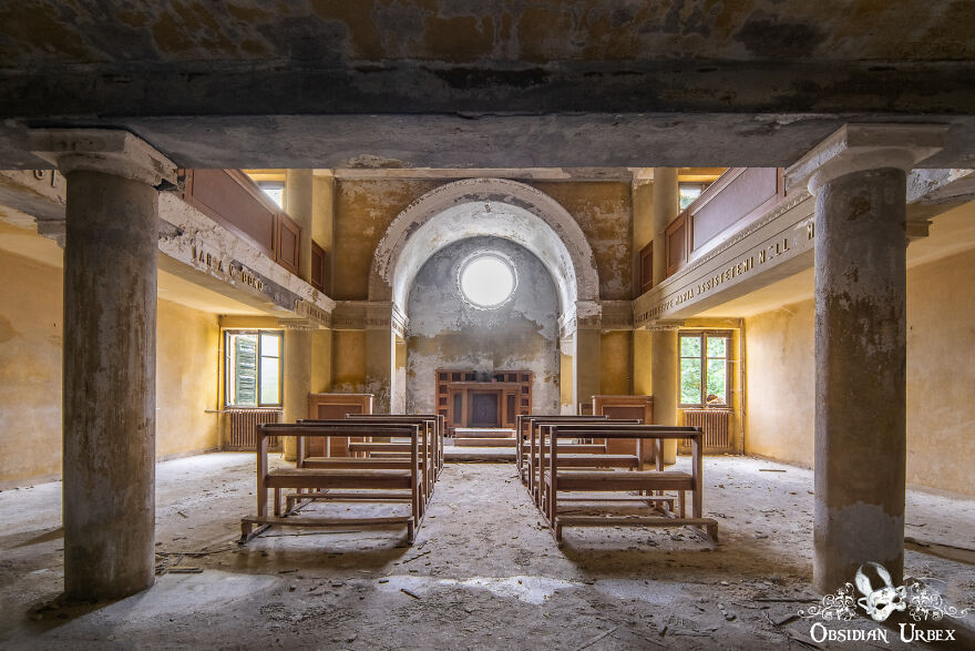 """This Chapel, Along With The Rest Of This Sanatorium, Were Owned By A Religious Group Which Was One Of The """"Sacred Families"""" (La Sacra Famiglia)"""