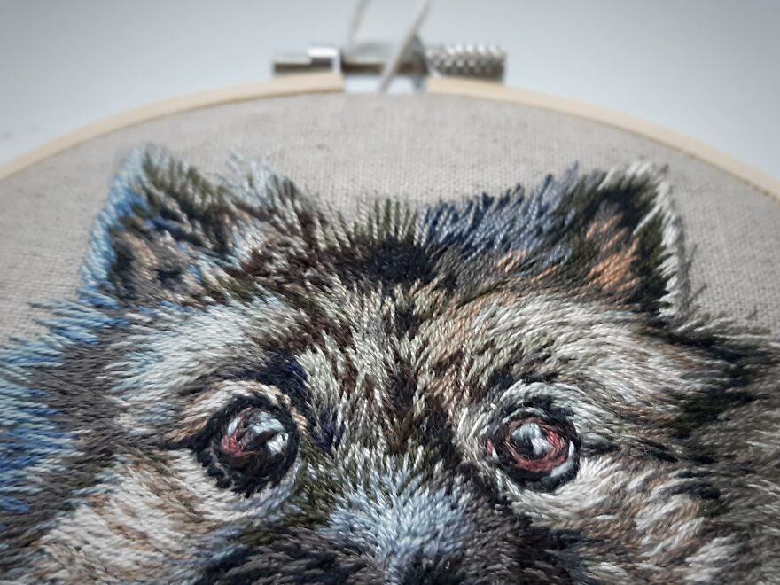 I Made My First Pet Embroidery Of Our Family Dog Who Passed Away For My Mom In 2018, Now I Make Them Professionally