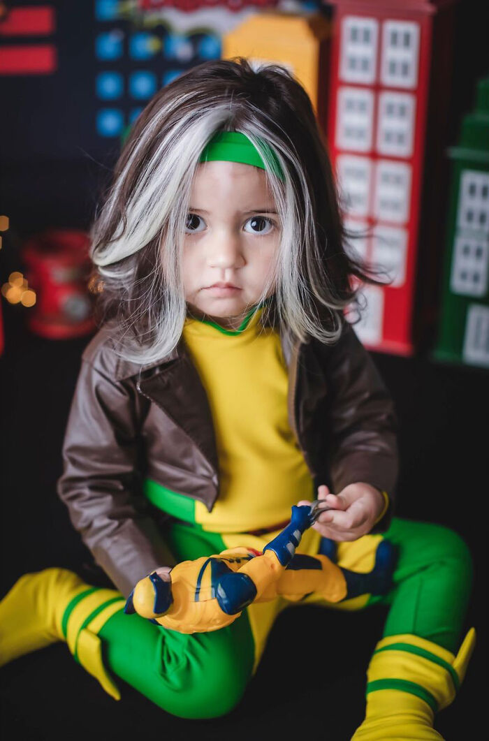 Girl Born With A White Patch Of Hair Which Is Exactly The Same As Her Mum's Does Adorable Cosplays