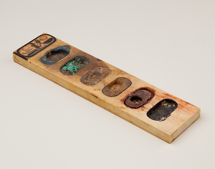 This 3,400-Year-Old Painting Palette With Remnants Of Pigments From Ancient Egypt Has Fascinated The Internet