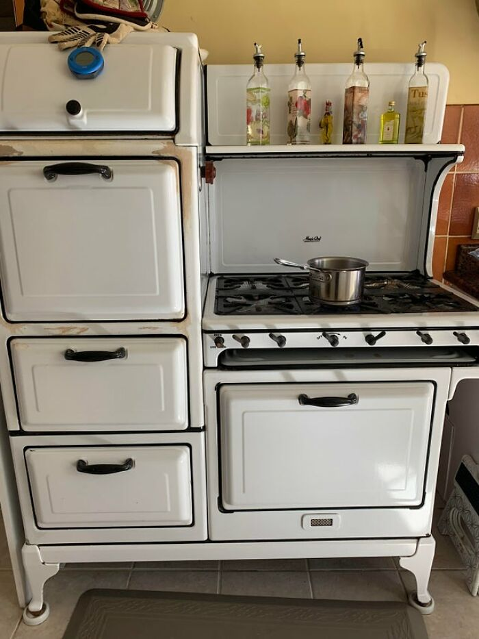 I Thought You Guys Might Like My 1920s-1930s Magic Chef Stove With 6 Burners, 2 Ovens, And A Bread Warmer