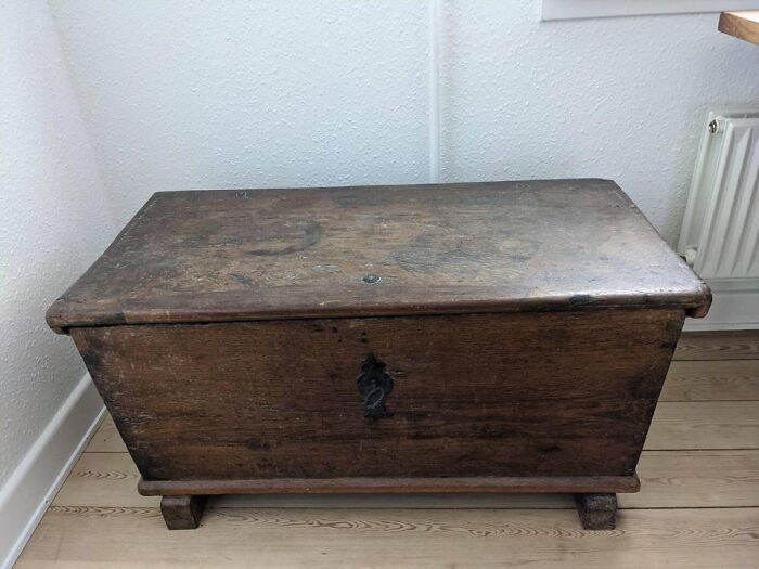 Oak Chest. Storing Family Shit Since 1682. Lock Still Working