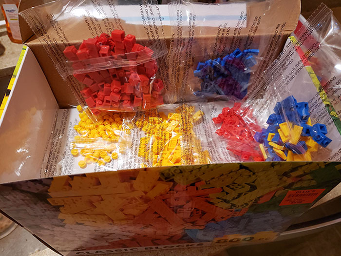 800 Pieces. Yeah Right. The Box Is Half Blocked And 550 Pieces Are Tiny Dot Pieces. My Son Was Not Happy
