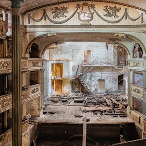 I Photographed Abandoned Buildings In Italy (32 Pics)
