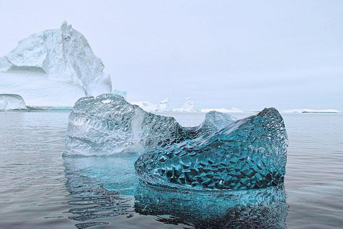 El aspecto de un trozo de hielo glacial de 10.000 años