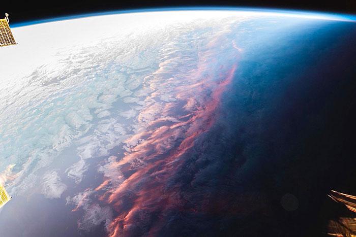 Así se ve el atardecer desde el espacio