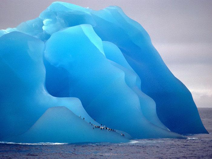 No es un cuadro, sino un iceberg que se ha dado la vuelta